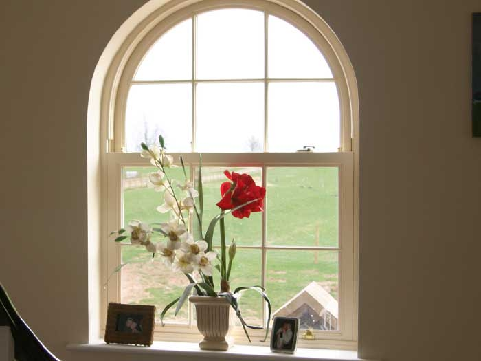 Arched sliding sash window