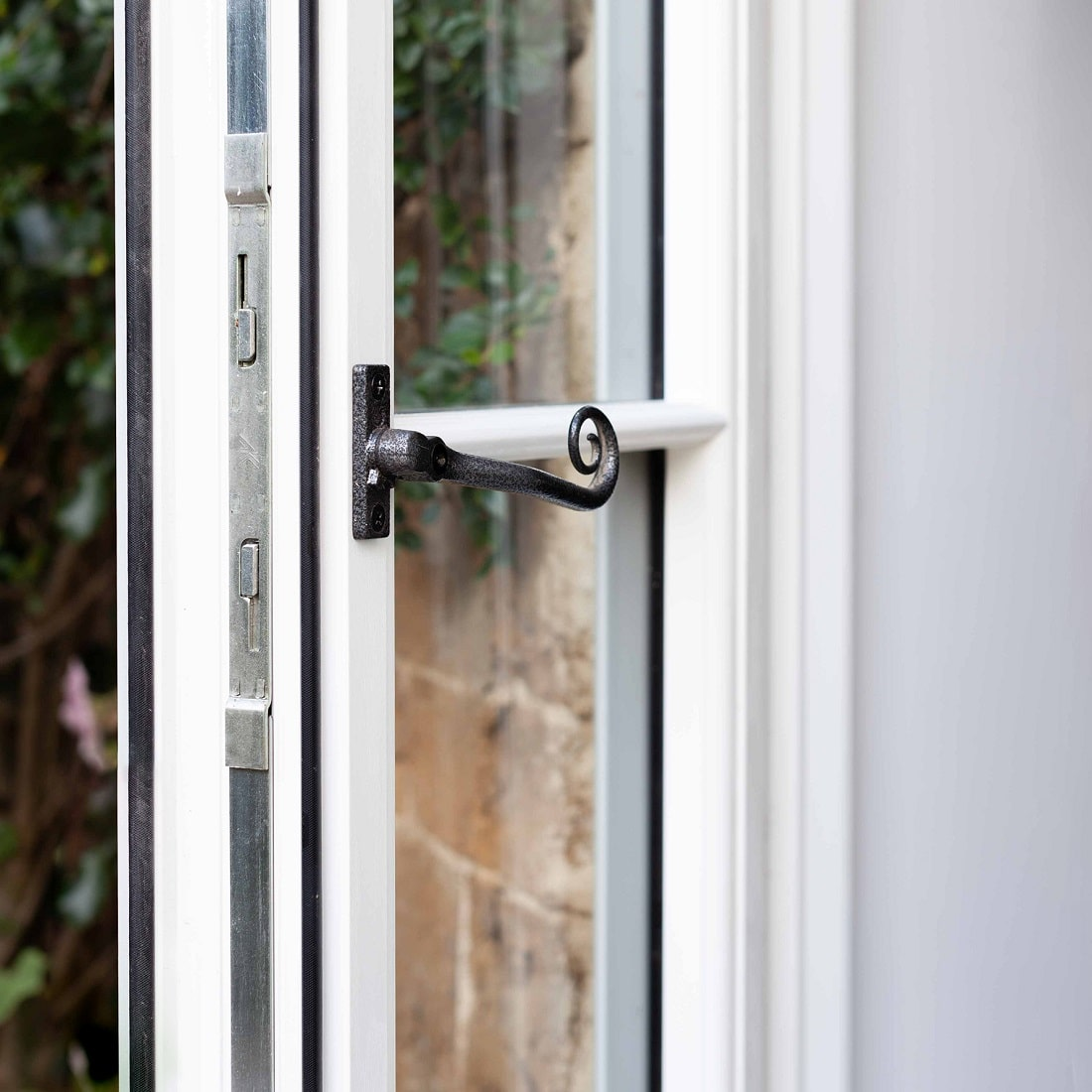 Locking system with iron handle on R9 windows installed in heratage building in Swindon.